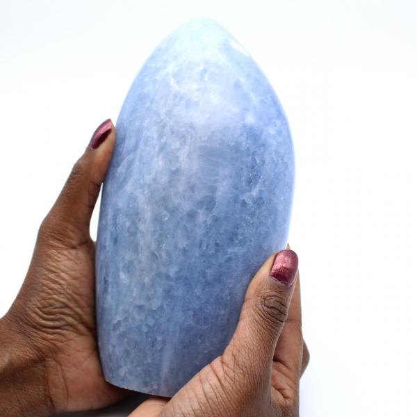 Piedra de calcita azul pulida