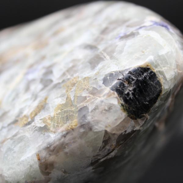 Forme libre en lépidolite